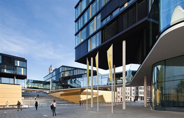 浅析城市公共建筑室外空间的功能与设计